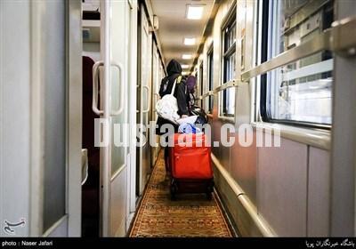 مسافران نوروزی در راه آهن/تصاویر