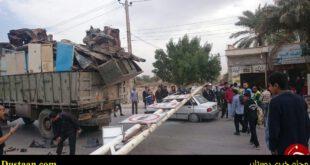 عکس: له شدن پراید زیر تابلو راهنمایی و رانندگی