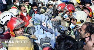 عکس: تشییع پیکر آتش نشان شهید، پس از خروج از زیرآوار پلاسکو