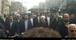 عکس: حسن روحانی در جمع راهپیمایان
