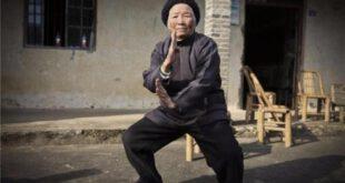 باور می کنید این پیرزن ۹۴ ساله مربی حرفه ای کونگ فو باشد؟ +تصاویر