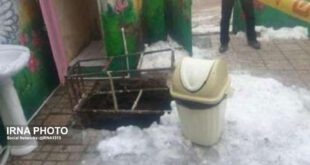 سقوط سرایدار مهدکودک به داخل چاه فاضلاب +عکس