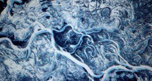 تصویری فوق العاده زیبا از رودخانه یخ زده در اوکراین