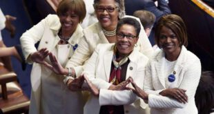 تصاویر: اعتراض زنان به ترامپ در سخنرانی کنگره