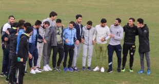 تصاویر: بازیکنان استقلال با لباس شخصی در وسط زمین!