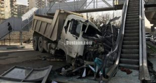 عکس: برخورد هولناک کامیون با پله برقی