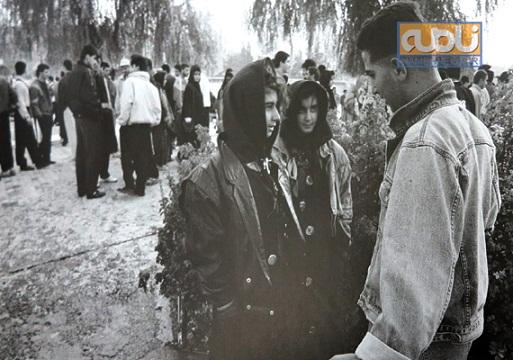 www.dustaan.com  عکس:تیپ دختران بالاشهری تهران در سال 1369