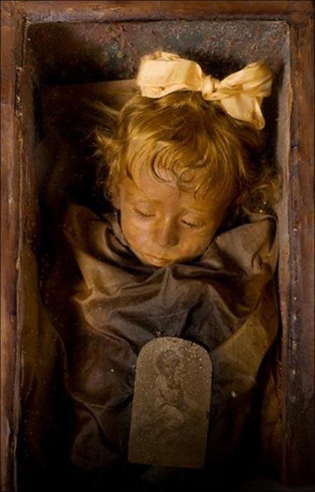 www.dustaan.com اینجا مردهها نمی خوابند!! +عکس (18+)