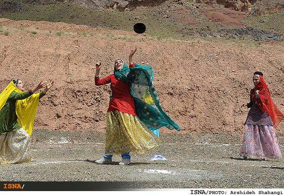 www.dustaan.com لباسهای میلیونی بر قامت زنان کردستان!