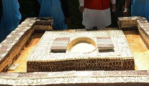 www.dustaan.com  مراسم گرامیداشت توالت در هند! +عکس