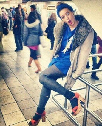 www.dustaan.com دختر زیبایی که پاهایش را قطع کرد تا بتواند کفش پاشنه بلند بپوشد + عکس