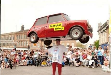 www.dustaan.com تصاویری از رکورد های عجیب یک مرد انگلیسی!