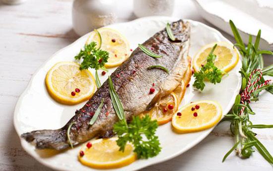 www.dustaan.com طرز تهیه ماهی قزل آلا روی زغال