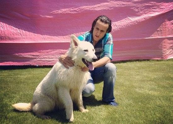 www.dustaan.com علی کریمی و سگ هایش +عکس