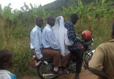 www.dustaan.com عکس جالب عروس بردن از نوع آفریقایی