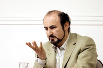 www.dustaan.com مختاباد: بروید سراغ مداحانی که هزینه های هنگفت دریافت می کنند و به روی مردم اسلحه می کشند.