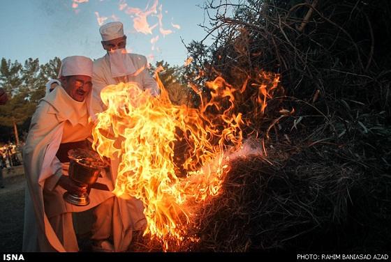 www.dustaan.com گزارش تصویری ار برگزاری «جشن سده» توسط زرتشتیان کرمان
