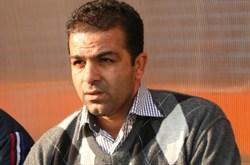www.dustaan.com سرمربی سابق استقلال را با چاقو زدند
