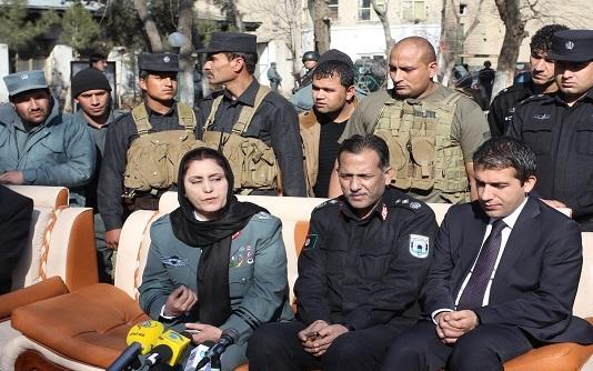 www.dustaan.com برای اولین بار در تاریخ! یک زن فرمانده پلیس کابل شد/ عکس