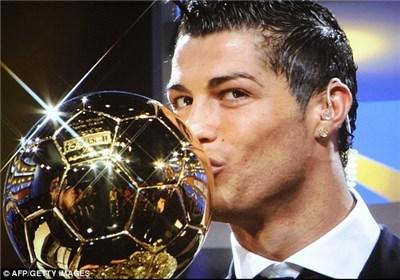 www.dustaan.com رونالدو توپ طلای سال ۲۰۱۳ را به چنگ آورد