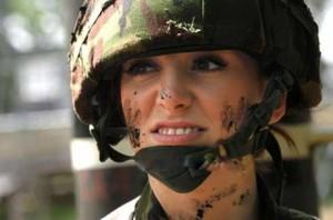 www.dustaan.com عکس های زیباترین زن سرباز در دنیا!