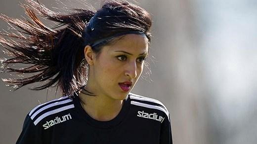www.dustaan.com حضور بانوان دو رگه در فونبال ایران