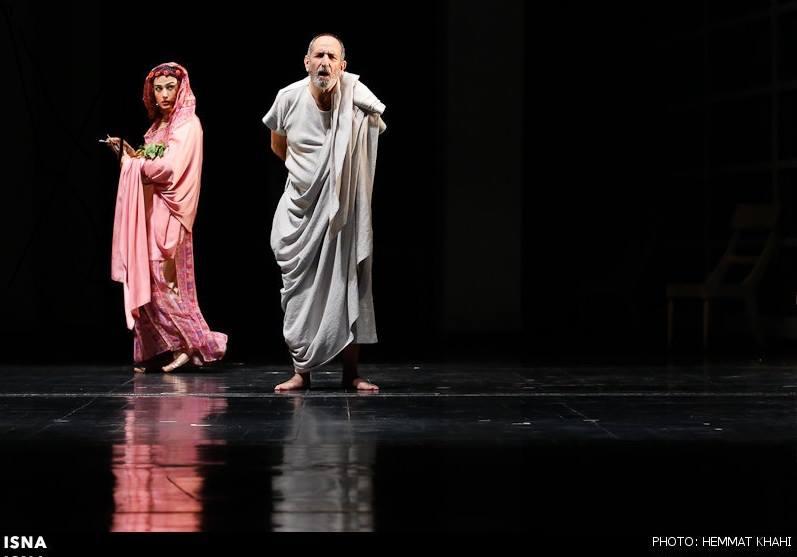 www.dustaan.com لباس جالب لادن مستوفی در حین اجرای تئاتر!