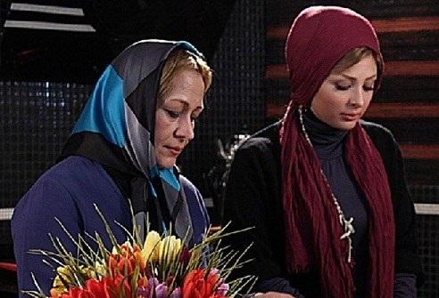 www.dustaan.com نیوشا ضیغمی و مادرش با هم همبازی شدند!+عکس