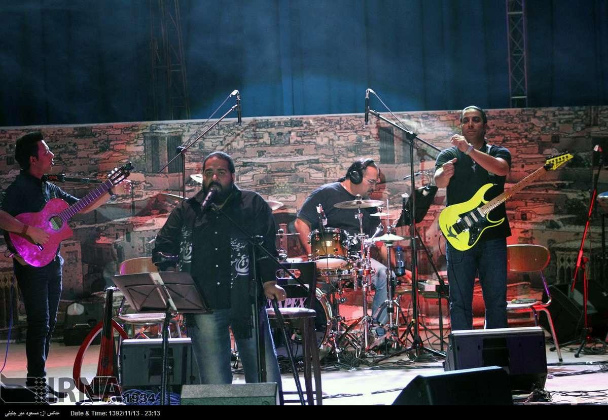 www.dustaan.com گزارش تصویری از کنسرت رضا صادقی در یزد