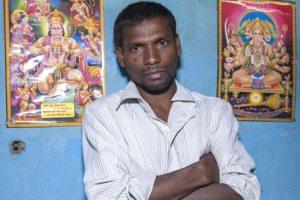 www.dustaan.com مرد هندی که همانند حیوانات دمی از مو دارد!