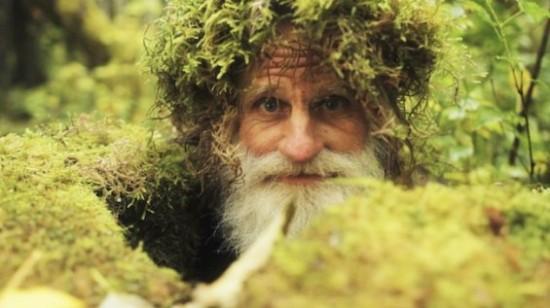 www.dustaan.com 25 سال زندگی در جنگل با پاهای برهنه برای داشتن آسایش بیشتر / تصاویر