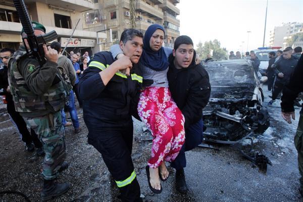 www.dustaan.com انفجار های شدید در برابر دفتر ایرنا در بیروت+ تصاویر