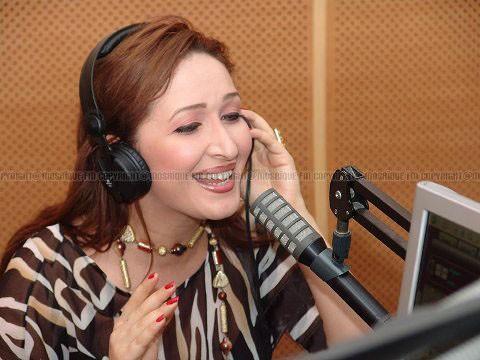 www.dustaan.com فرار مجری معروف زن از شبکه ماهواره ای به دلیل ازار و اذیت مدیران!
