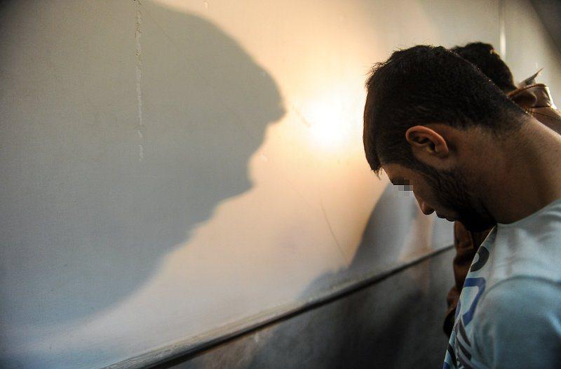 www.dustaan.com دستگیری فروشنده تصاویر خصوصی هنرمندان و فوتبالیستها در اینترنت