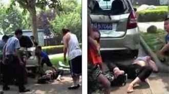 www.dustaan.com زنی که برای انتقام گیری از زن همسایه در خیابان برهنه شده!