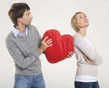 www.dustaan.com 3 حرکت جالب زنانه برای ربودن دل مردها!