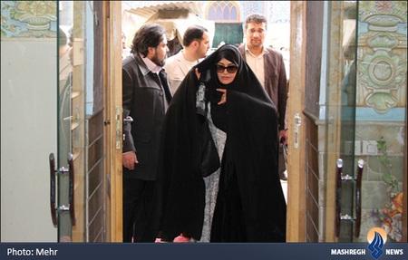 www.dustaan.com مریلا زارعی , سعید راد و حاتمی کیا در حرم حضرت معصومه (س)