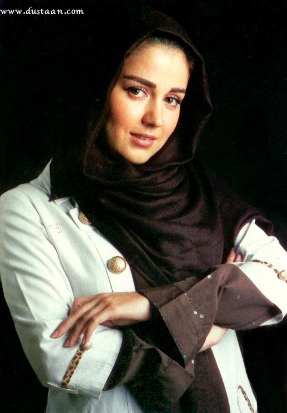 افسانه پاکرو  ۱۱ اردیبهشت ۱۳۶۲ در تهران  به دنیا امده است