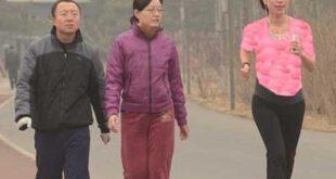 تصویری از یک زن باردار چینی که در دوی ماراتن شرکت کرده است!