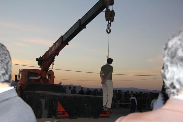 www.dustaan.com تصاویری از اعدام متجاوز به عنف در سمنان