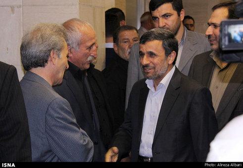 www.dustaan.com احمدی نژاد در مراسم ترحیم سلیمانی