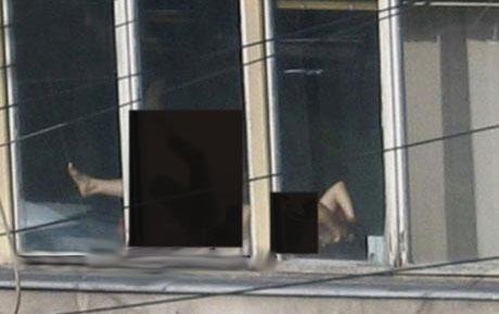www.dustaan.com برهنه شدن خانم قاضی در محل کارش جنجال به پا کرد +عکس