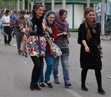www.dustaan.com درخواست بی شرمانه خبرنگار المانی از دختران ایرانی