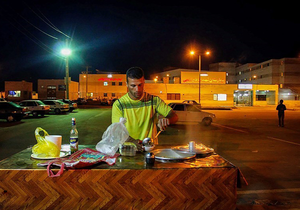 www.dustaan.com قهرمان سابق جهان به خاطر مشکلات مالی فلافل فروشی می کند +تصاویر