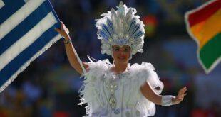 تصاویر/ لباس عجیب دختران در اختتامیه جام جهانی ۲۰۱۴ برزیل!