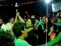 www.dustaan.com پایان خونین رقص یک خانواده اصفهانی در کنار خیابان