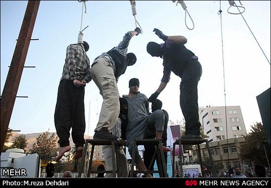 www.dustaan.com تصاویر/  اعدام 4 متجاوز به عنف در شیراز (18+)