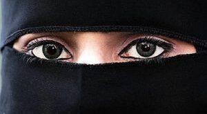 ادعای جنجالی امام جماعت در مورد بوسیدن همسر!