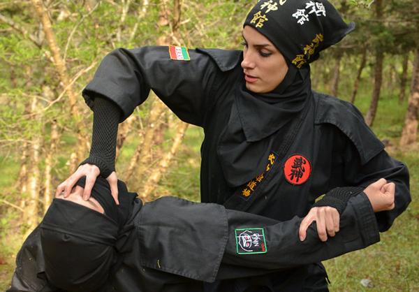 www.dustaan.com تصاویر/ تمرینات دختران «نینجـا» در سواحل دریای خزر