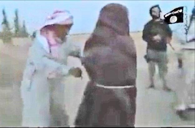 www.dustaan.com تصاویر/ سنگسار وحشیانه زن سوری توسط عوامل داعش